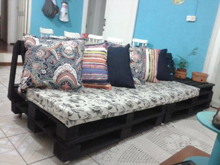 Passo dopo passo come realizzare dei divani con bancali per il