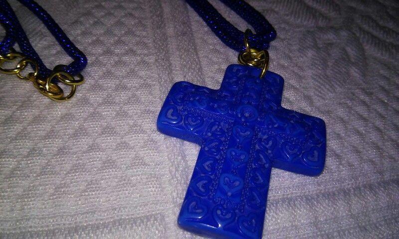 Cruz acrilico y cadena serpiente azul