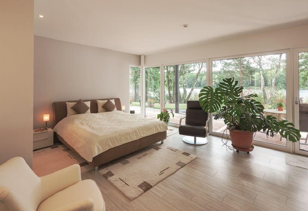 Schlafzimmer Ideen   Inneneinrichtung Haus EbenLeben Bungalow Am See  WeberHaus Fertighaus   HausbauDirekt.de