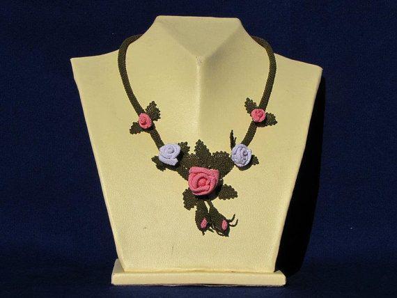 Kleine rosa Rosen Halskette