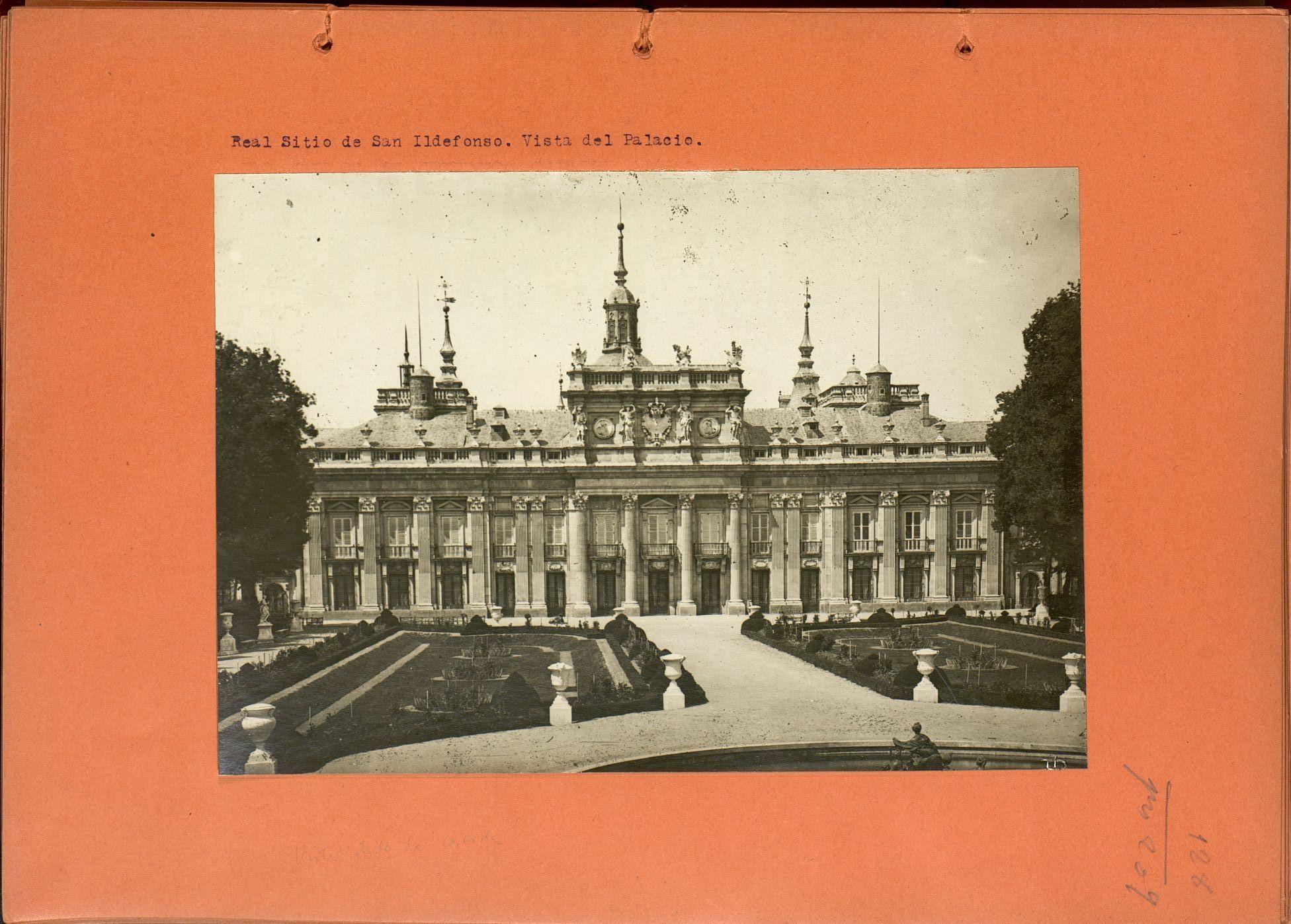 Catálogo monumental de la provincia de Segovia [Manuscrito] / [por Francisco Rodríguez Marín].  T. 3: Láminas. -- p. 112-183 h. en cart. col. naraja de fot. con pie de foto informativo mecan http://aleph.csic.es/F?func=find-c&ccl_term=SYS%3D001359509&local_base=MAD01
