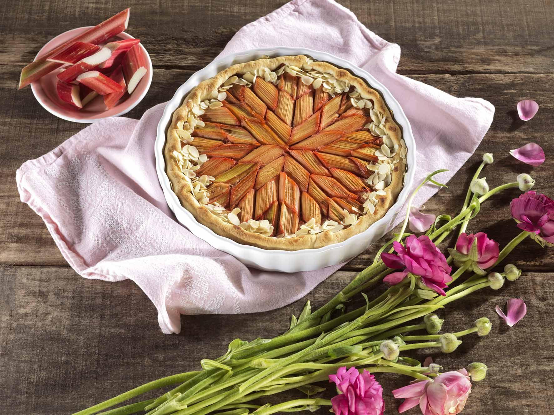 mit unserem Frischen Quiche- & Tarteteig: Rhabarber-Tarte mit Mandeln