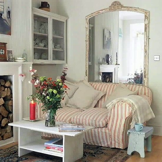 Living room with vintage style | Small living rooms, Small living ...