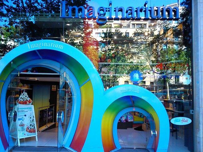 Imaginarium Barcelona. Toy store with 2 doors.