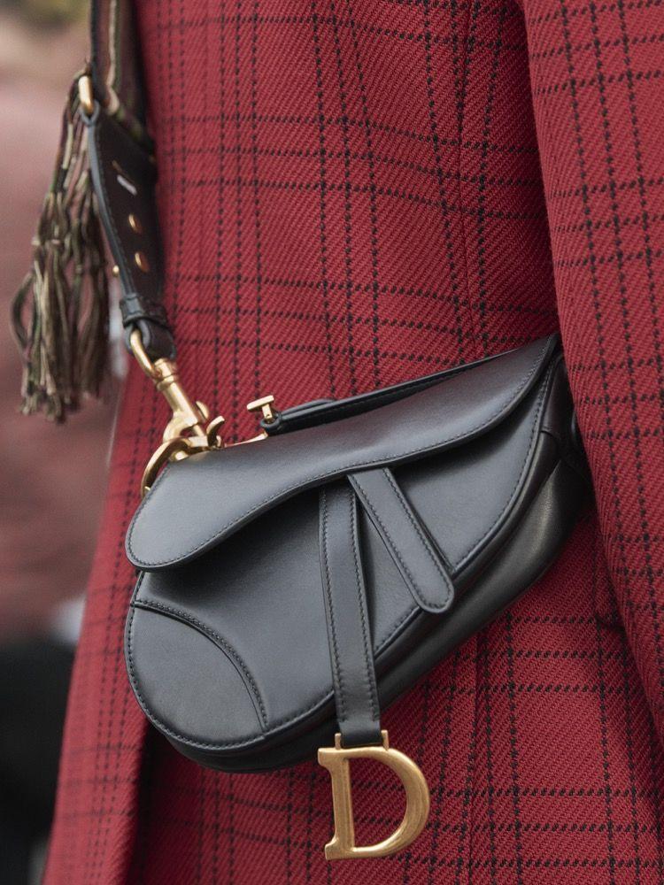 ディオール、新たな解釈を加えた「サドル」バッグを発売。  78e464cd9e68b