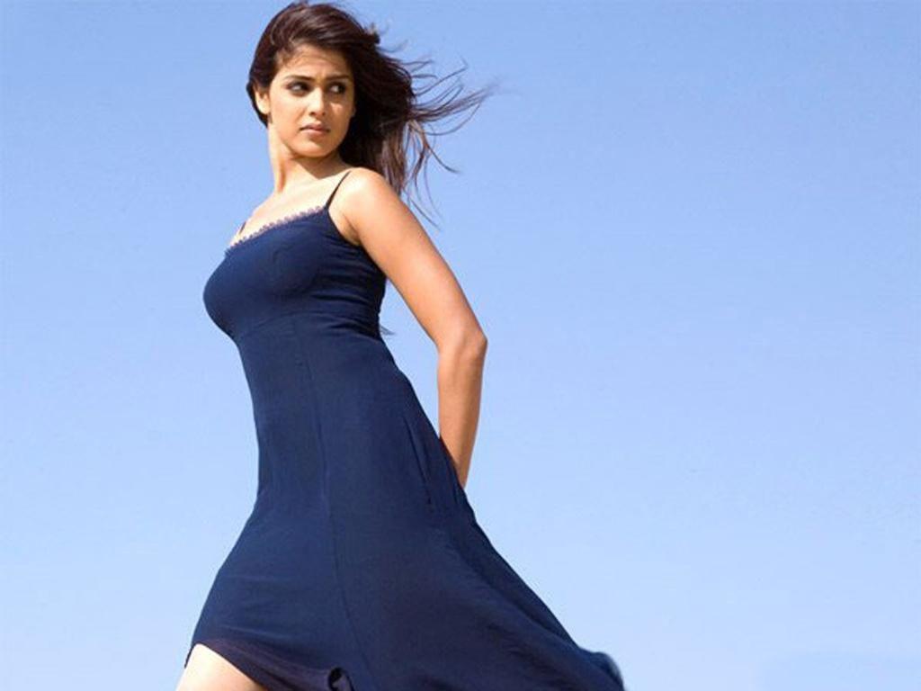 Hottest Photos of Lovely Genelia D Souza Bollywood Glitz