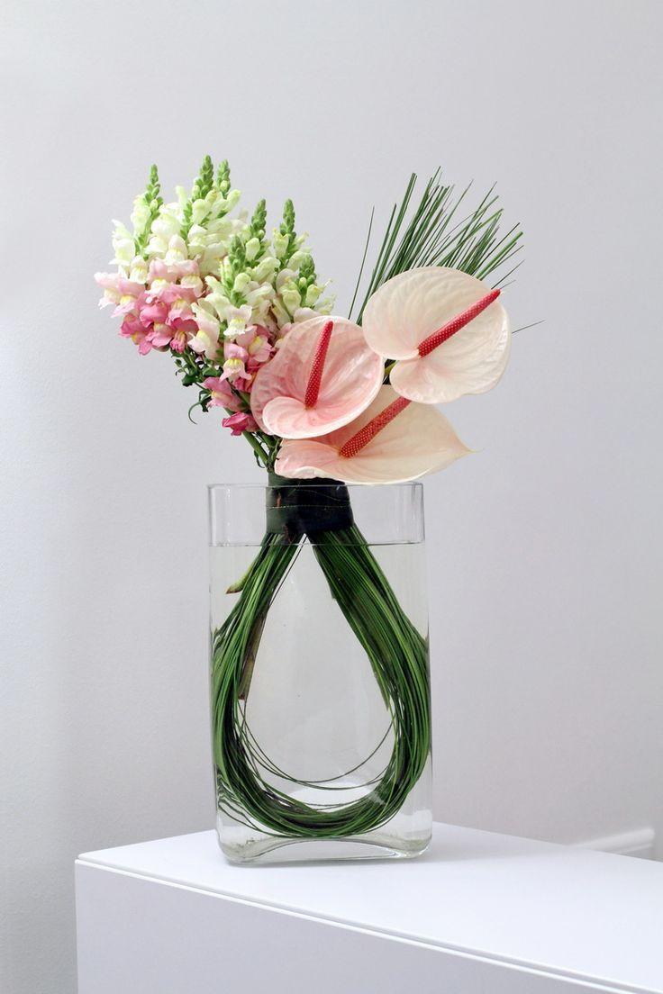modern flower arrangements - Buscar con Google   Centros De Mesa ...