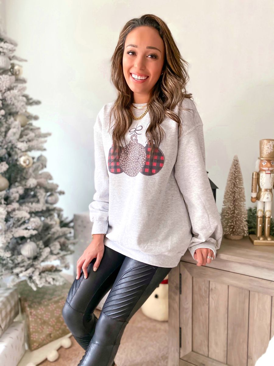 Christmas sweatshirt, holiday outfit #christmasdecor #christmasstyle #holidaystyle