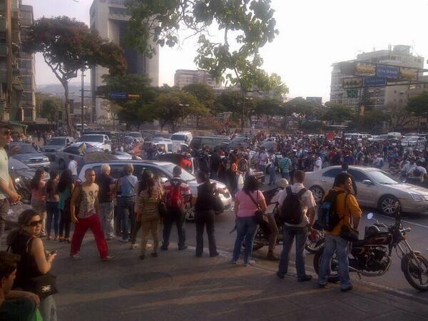 En Altamira #Caracas en este momento se decreta #350