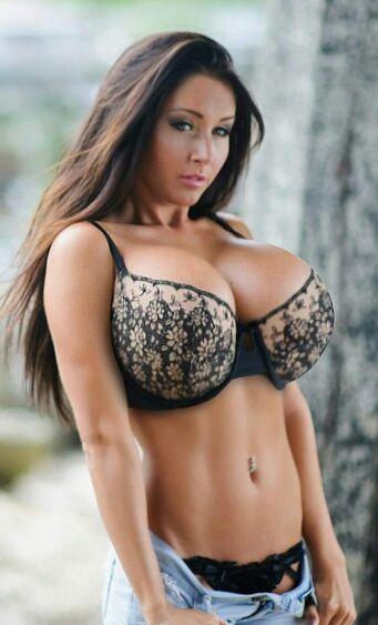 Ariana grande big boobs