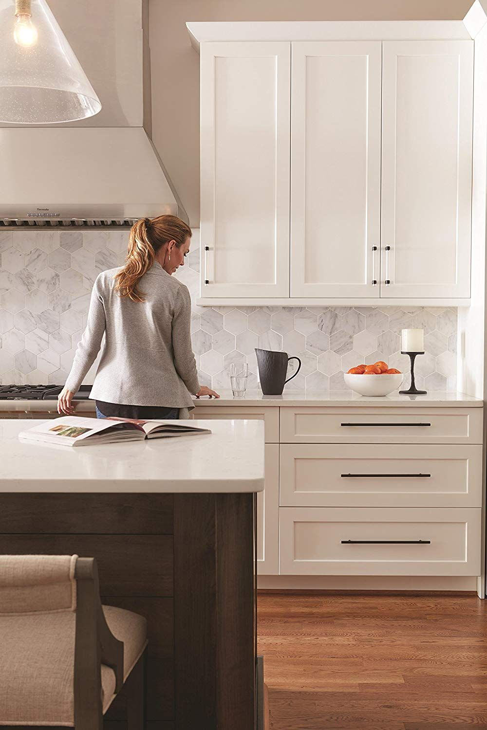 This Is A Listing For The Long Black Cabinet Pulls But I Love The Look Of This Kitchen So Much Too Black Cabinets White Shaker Cabinets New Kitchen Cabinets