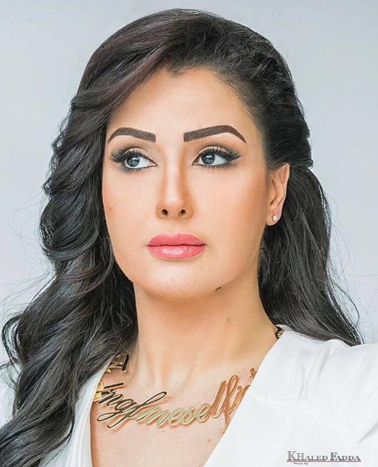 أثناء قضاء شهر العسل الفنانة المصرية غادة عبد الرازق تنشر أول صور لزوجها الـ 12