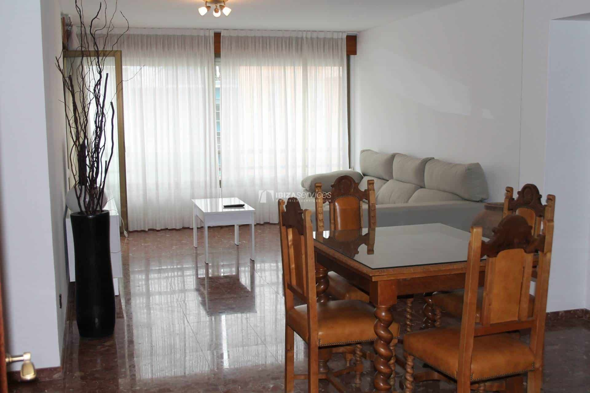 Apartamento 4 Dormitorios Centro Ibiza Alquiler De Temporada En 2020 Dormitorios Apartamentos Decoracion Hogar