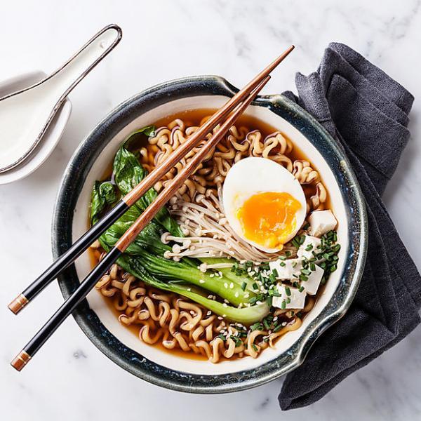 Von Pho bis Ramen: 8 einfache Asia-Suppen Rezepte, die jeder zuhause nachmachen kann | Wienerin