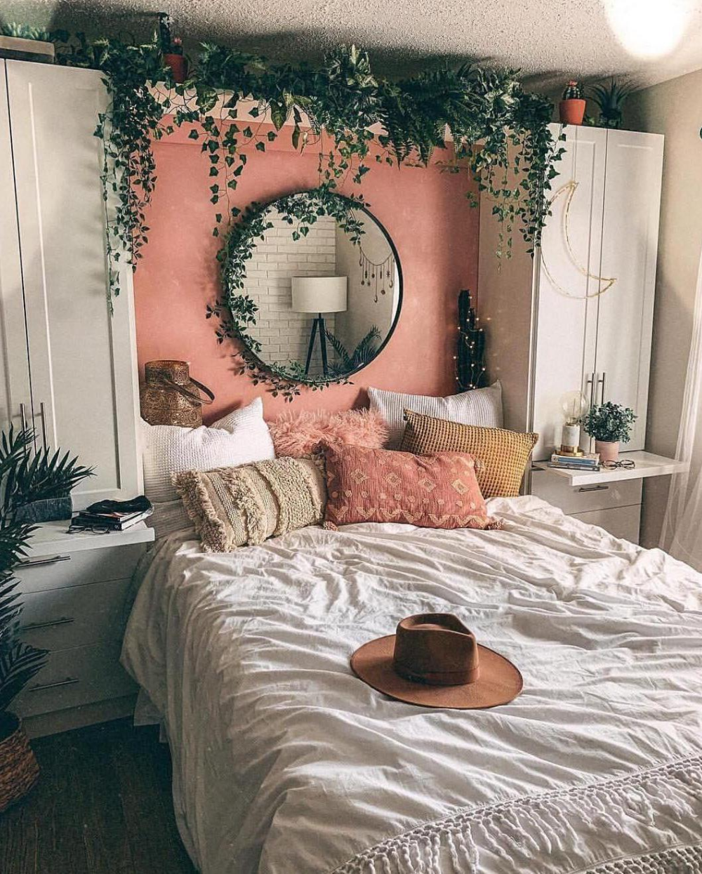 52 warm and romantic bedroom bed decoration ideas with