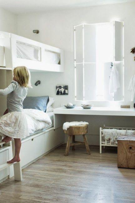 * zartes Weiß - und ich liebe die Idee mit den Fensterläden für Innen ;-)