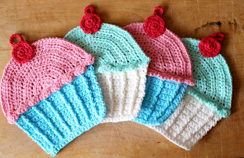 I picked up a copy of this pattern at the store the other day, but in case I ever lose it... Cupcake potholders.