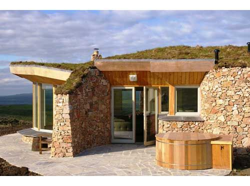 Romantic Self Catering Turf Roof Luxury Lodges With Hot Tub Islay Http Www Cottages In Scotland Com Cottage Coillab Cottages Scotland Luxury Lodge Turf Roof
