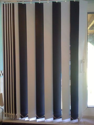 Use Alternate Black And White Slats For A Cool Vertical Blind Vertical Window Blinds Diy Blinds Curtains With Blinds