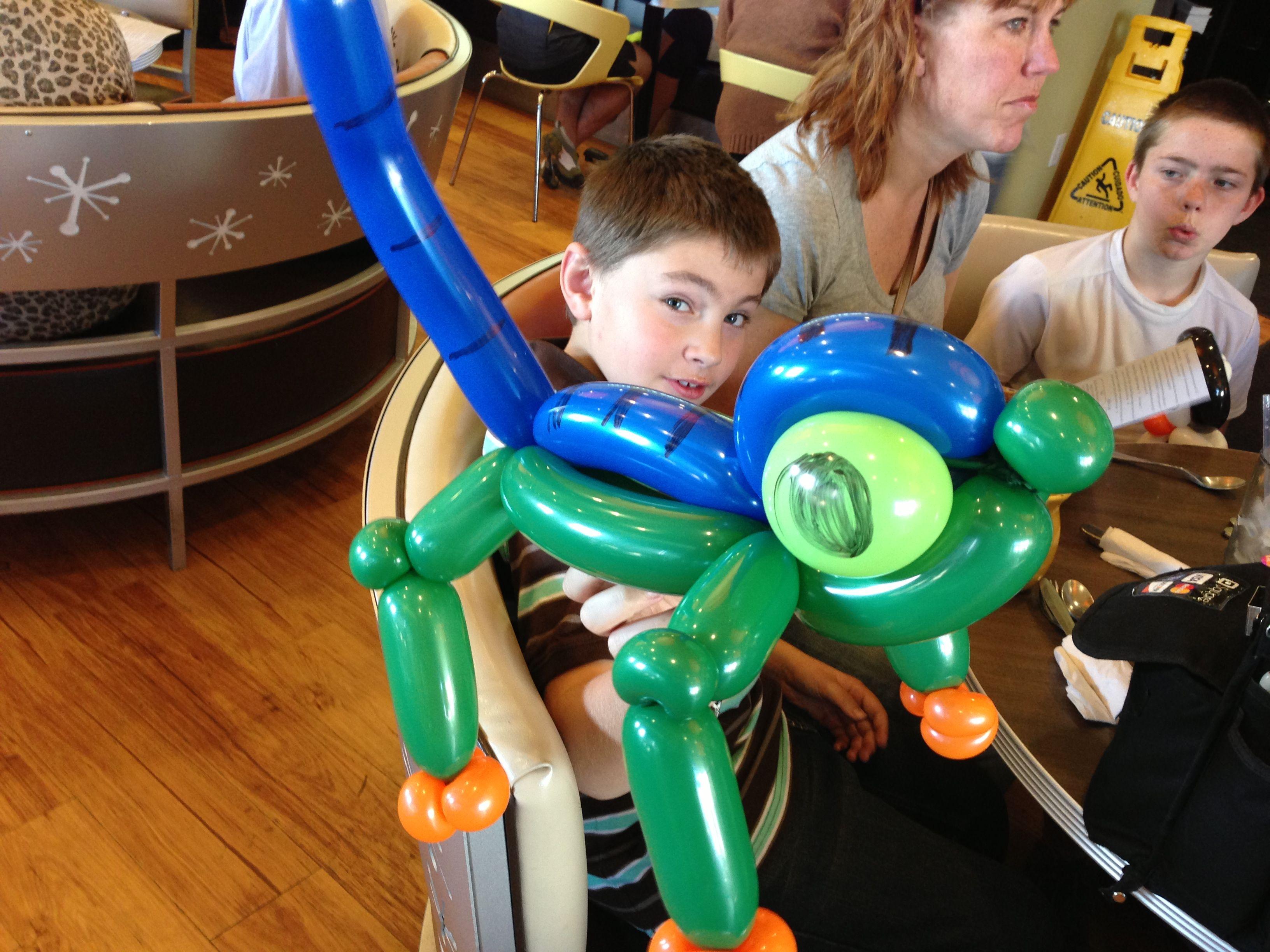 A gecko balloon animal made by denver balloon artist