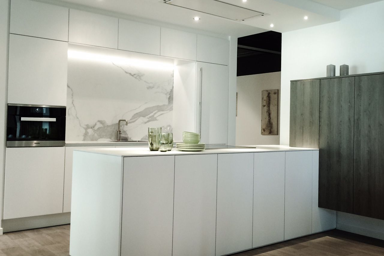 Fusion Design Keuken : Keuken sneeuwwit mat greeploos miele m touch novy pureline