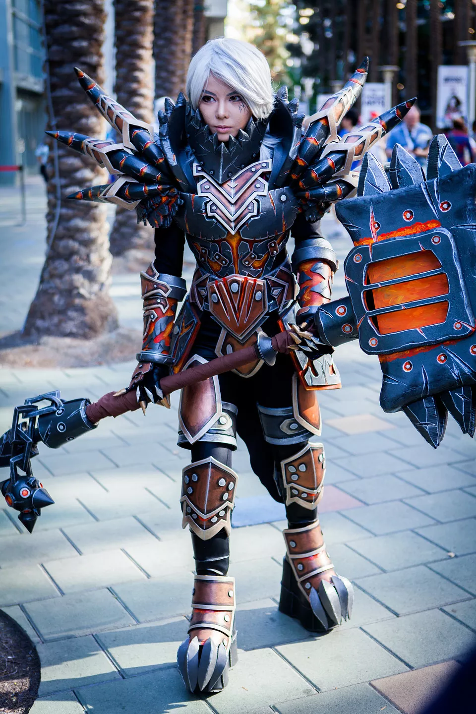 This WoW cosplay is absolutely crazy (Tier 13 Warrior Armor by ...