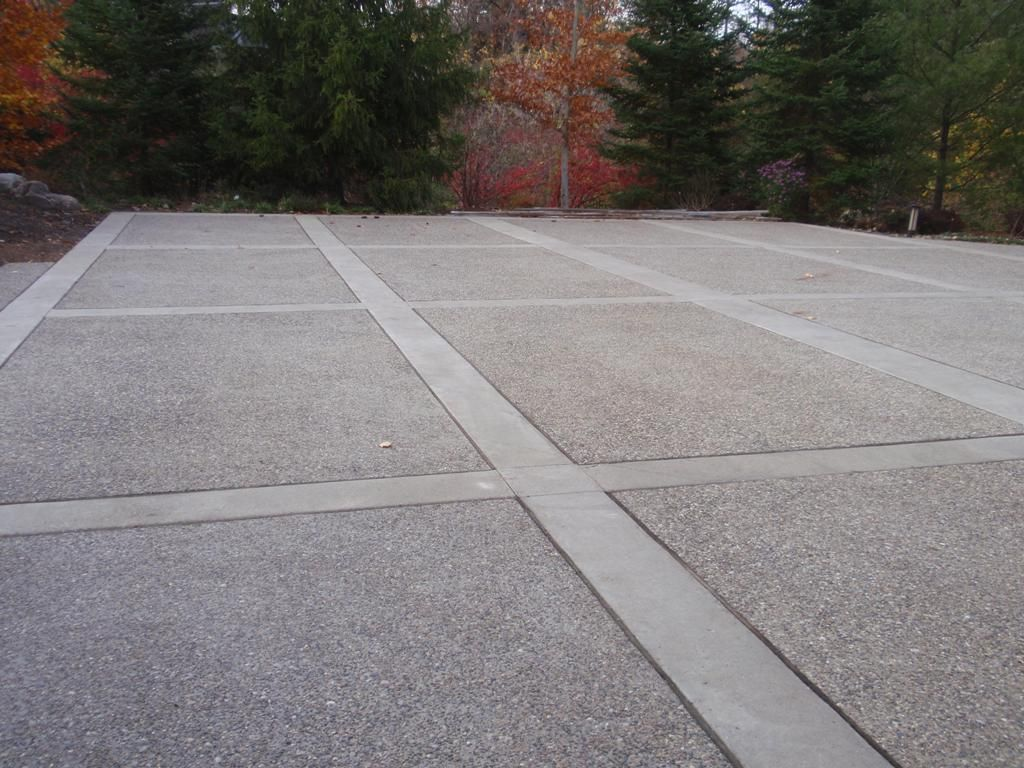 12 Stunning Modern Driveway Ideas And Layouts Pavingideasfordriveway Concrete Patio Designs Modern Driveway Exposed Aggregate Concrete