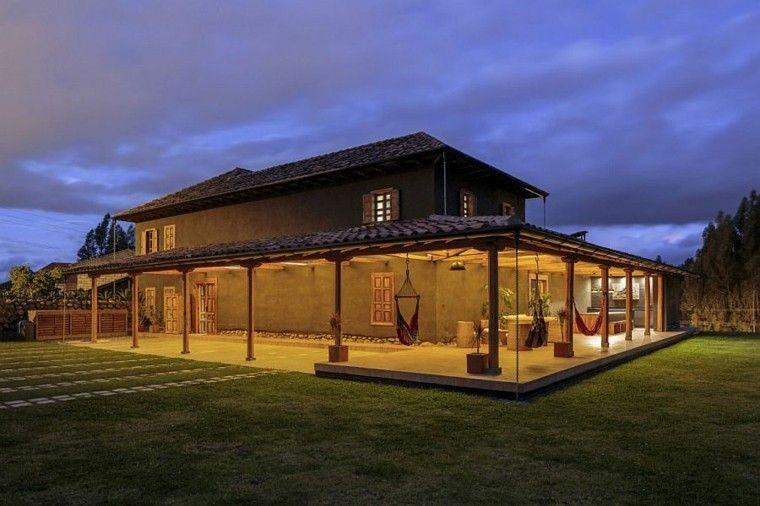 Dise o de casa rural con porche de madera casas de campo for Porche diseno
