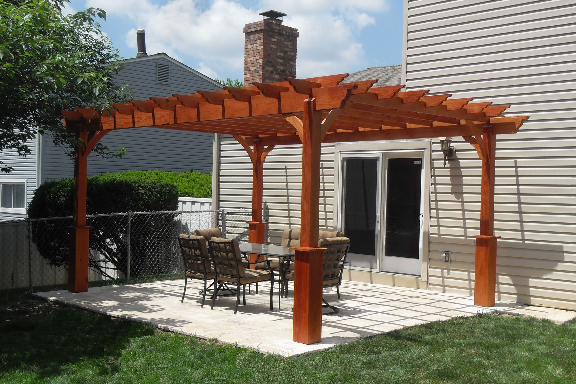 Backyard patio with a stand-alone wood pergola. | Wood Pergolas ...