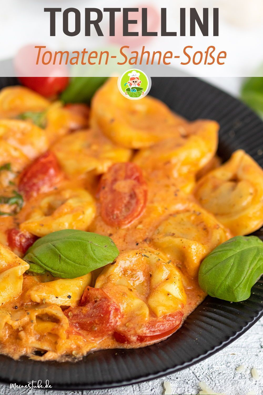 Tortellini mit Tomaten-Sahnesoße, Käse und Basilikum