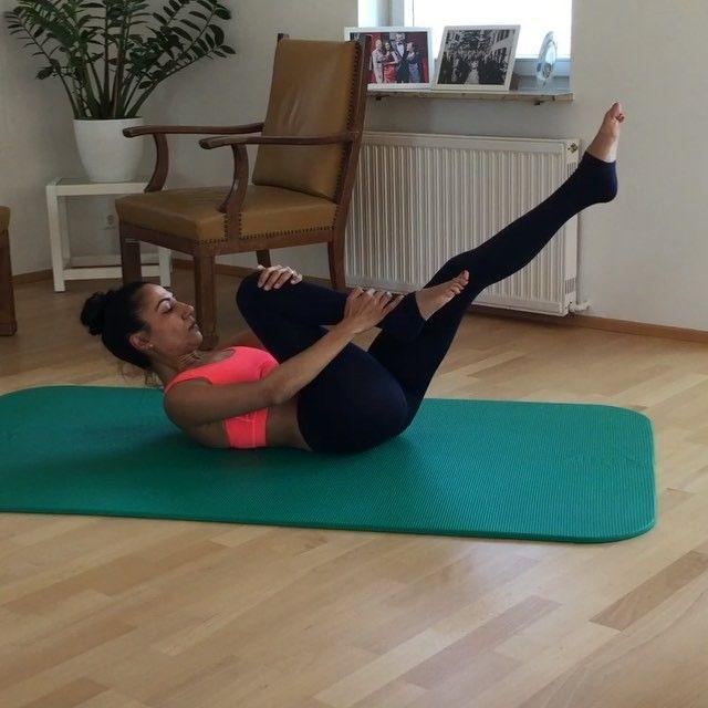 Pilates #core Workout Abs  3 Sets of 10 reps  Pilates Core-Training  für eine starke Körpermitte  10 Wiederholungen 3 Sätze Bauchmuskeln Pilates Core egzersizi  karın kasları10x 3 Set  #fit #gym #pilates #pilateslovers #matpilates #lazygirlguides #fitcoteam #instapilates #workout @body_fitness_fashion @fit.co @home.exercises @home.abs @fitgirlvideos @homeabs @abs_at_home @abs4all @fitgirlsworldwide @ab.videos @gununegzersizi @6packexercises
