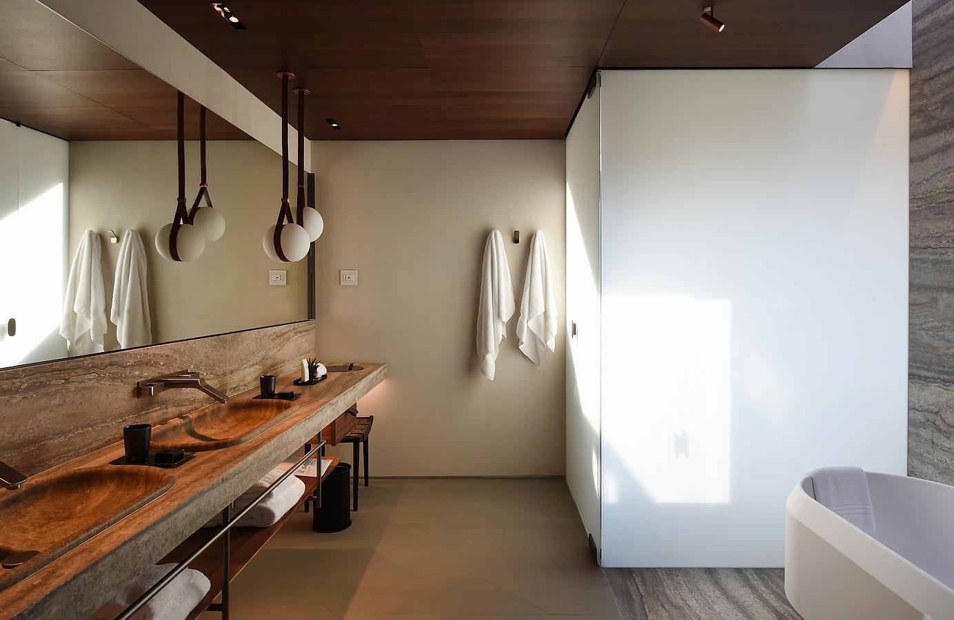 hotels in lake como italy | il sereno lago di como | bathrooms