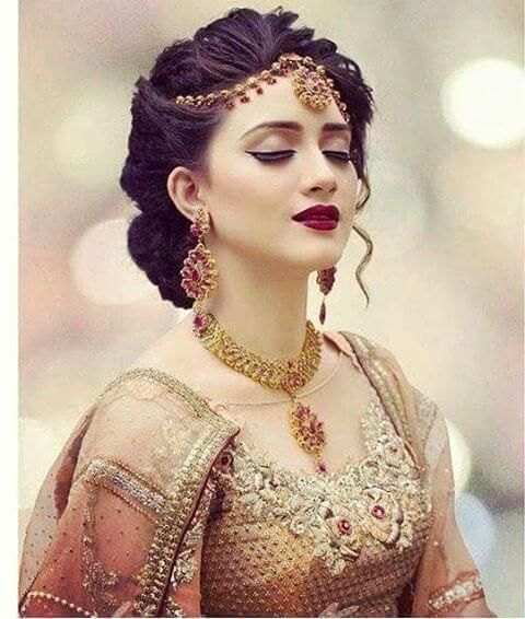 Messy Dulhan Updo Hairstyle For Functions Idees De Coiffures Mariee Asiatique Coiffure Mariage