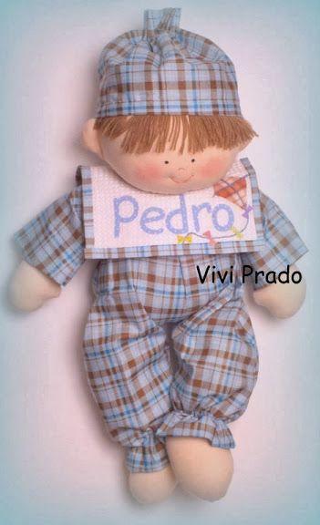 Un muñeco de trapo o tela divino, llamado Pedro, llevasu pijama a cuadros y gorrito haciendo juego, está apunto de ir a dormir. Puedes hacer la versión en niña si lo deseas, solo cambiando el col…