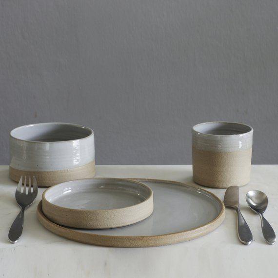 Ähnliche Artikel wie benutzerdefinierte schälchenset. Geschirr Keramik. 4 Stück, 6 Einstellung. auf Bestellung gefertigt. minimale moderne handgefertigte Keramik von vitrifiedstudio auf Etsy #stayathome