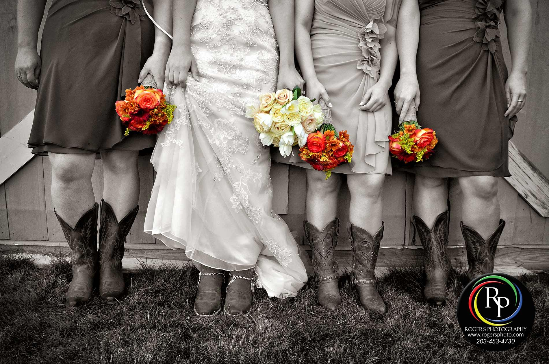 A Country Style Wedding Deserves The Proper Attire Weddingshoes Bridesshoes Cowboyboots