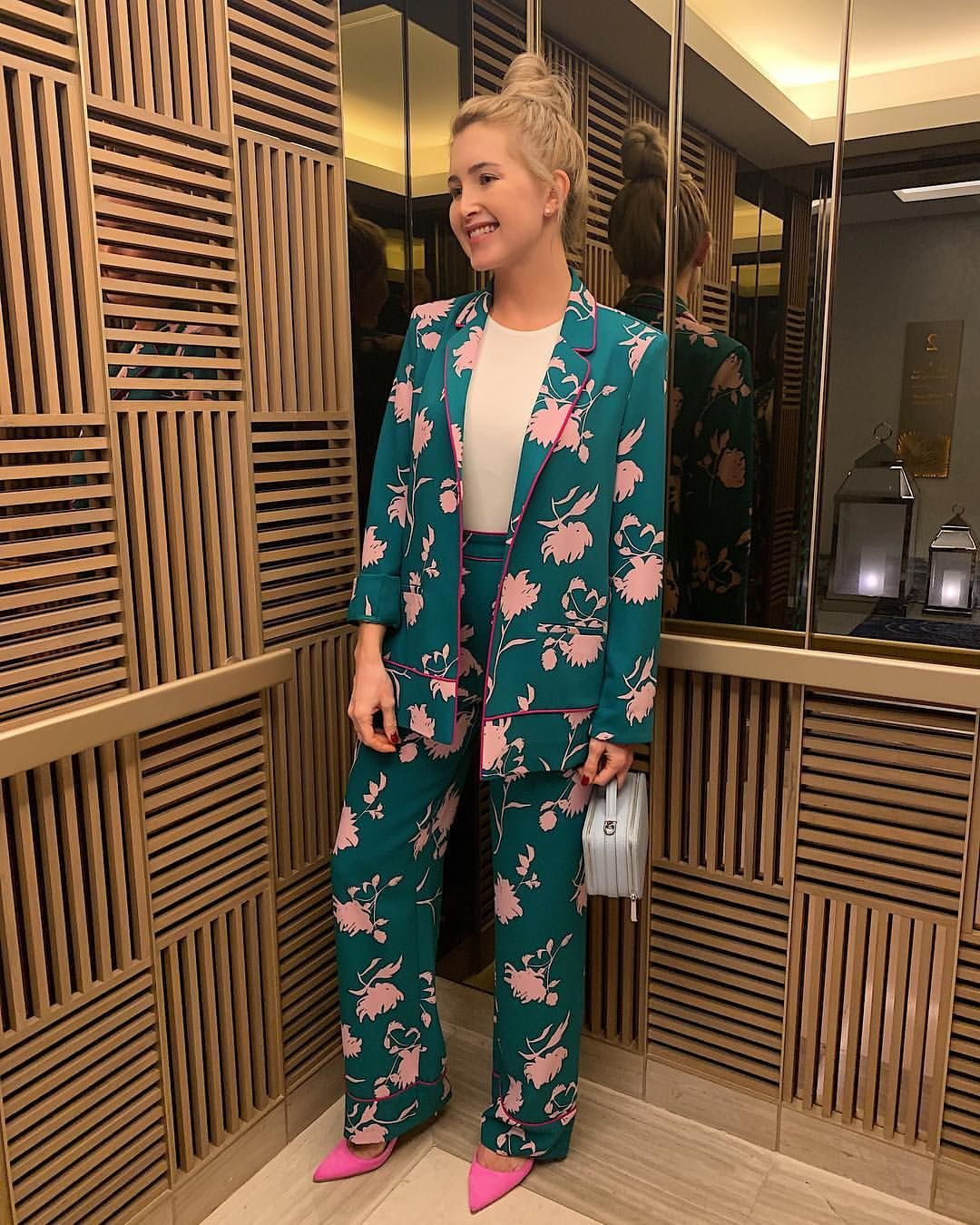 e9f41e93e887 Шёлковый брючный костюм в пижамном стиле | Женская мода в 2019 г ...