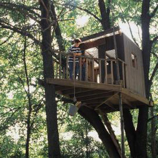 How to Fasten a Tree House to a Tree Without Nailing Into the Tree