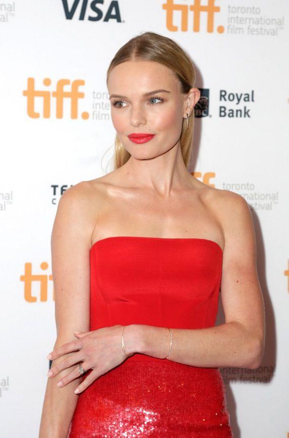 Wunderschön: Kate Bosworth mit roten Lippen und natürlichem Make Up. Wir zeigen mit welchen Produkten man den Look nachschminken kann!