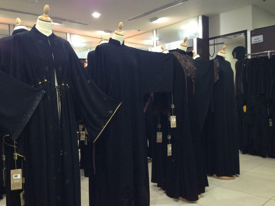 افضل محلات بيع العبايات في الرياض Fashion Academic Dress Dresses