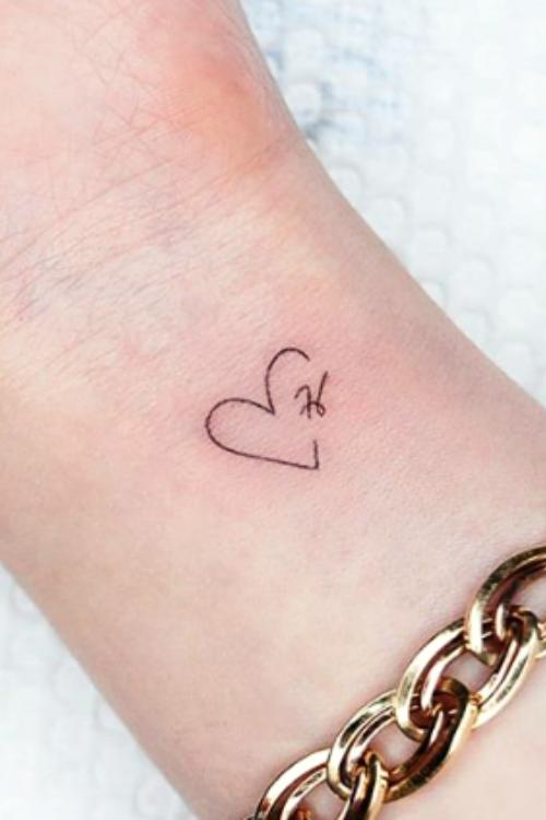 14 tatuajes de iniciales perfectos para perpetuar