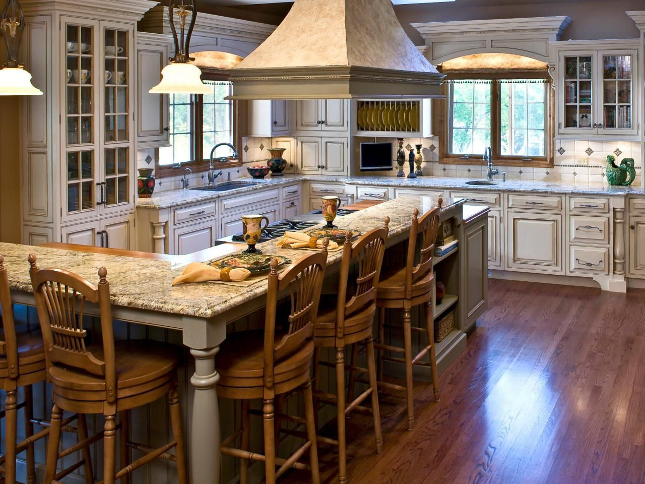 This Kitchen Combines A Soft French Country Look With Modern Simple L Shaped Kitchen Island Review