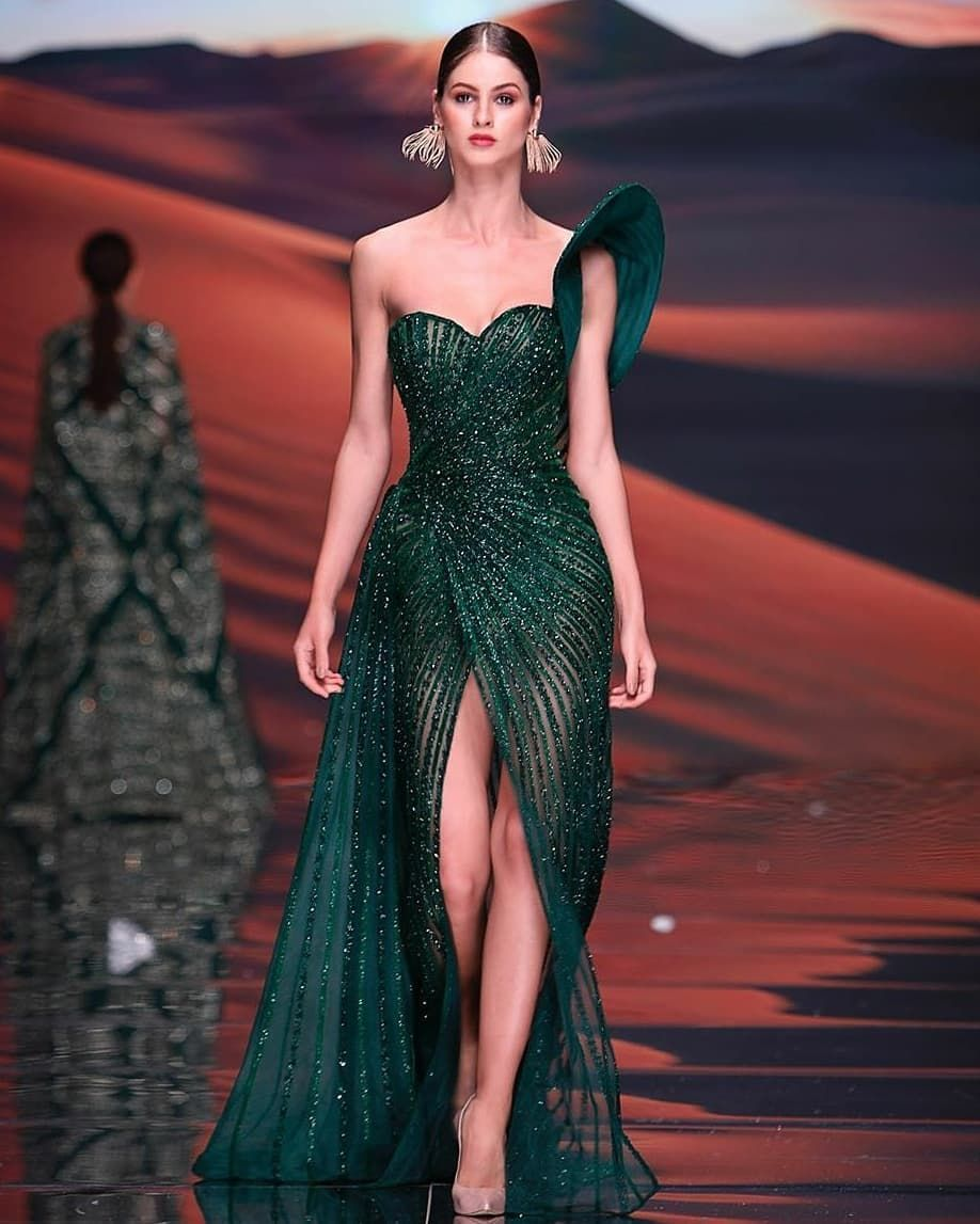 17 7k Aprecieri 111 Comentarii Harem S Couture Haremscouture Pe Instagram Comely Labourjoisie In 2020 Gala Outfit Met Gala Dresses Slytherin Dress