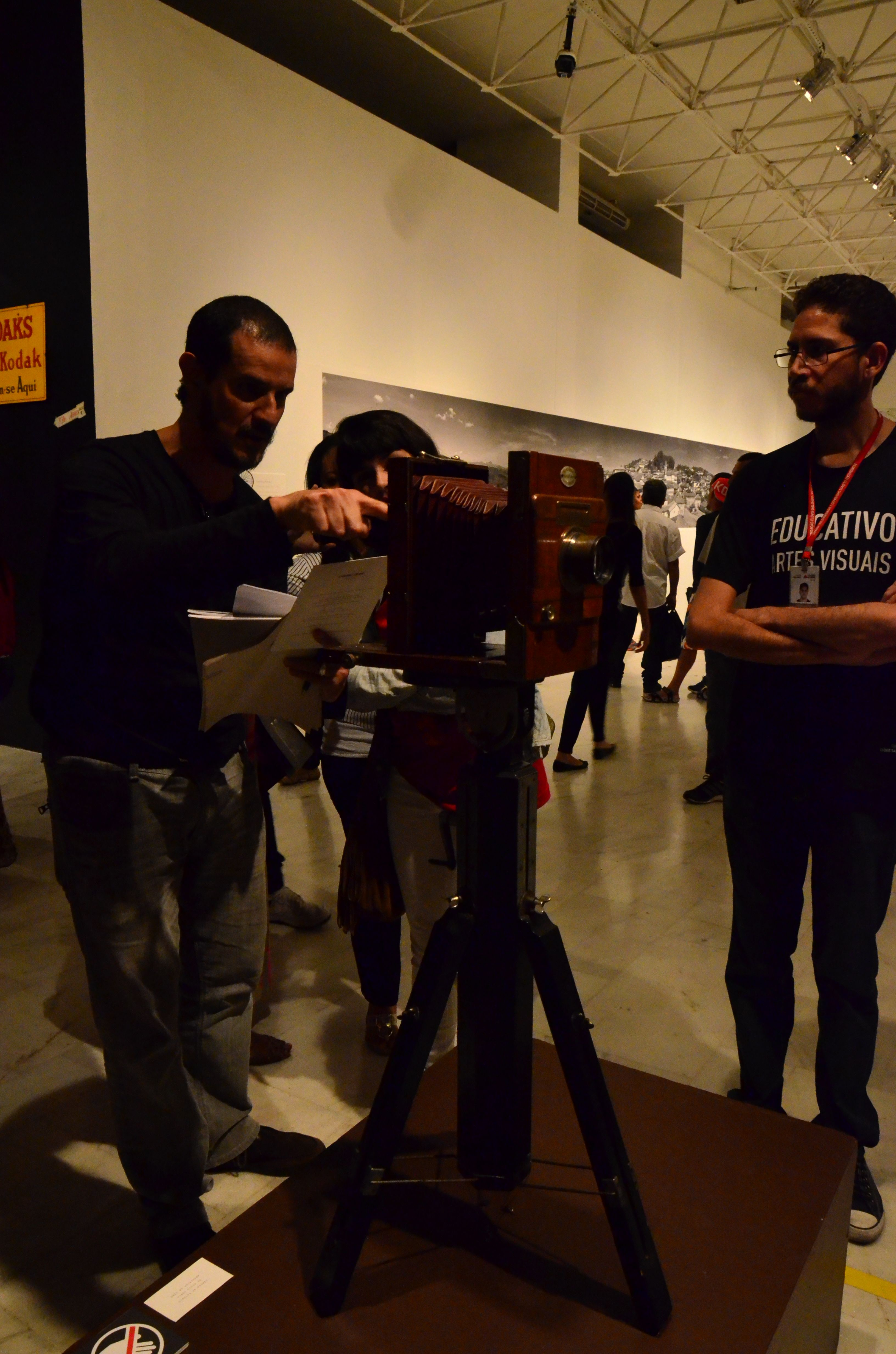 Equipamento usado em Diamantina para representar população em fotos das décadas de 40 e 50. Exposição, Palácio das Artes, BH, MG, Brasil.