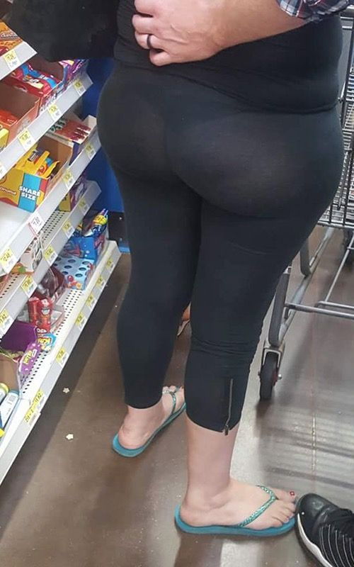 Form Fitting Yoga Pants at Walmart - Funny Pictures at Walmart http://ibeebz.com