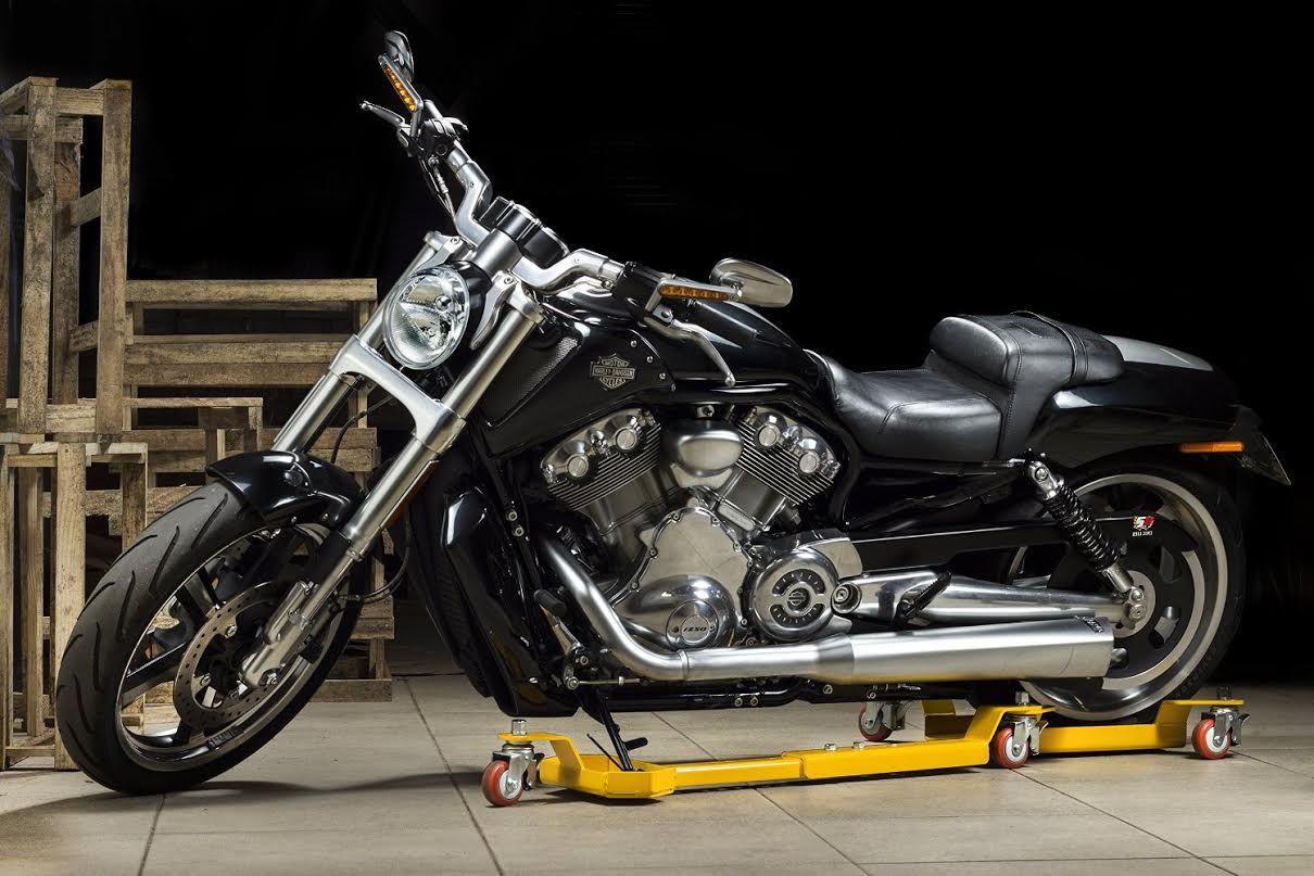 Motomove est l 39 accessoire indispensable pour les for Plateforme tournante garage