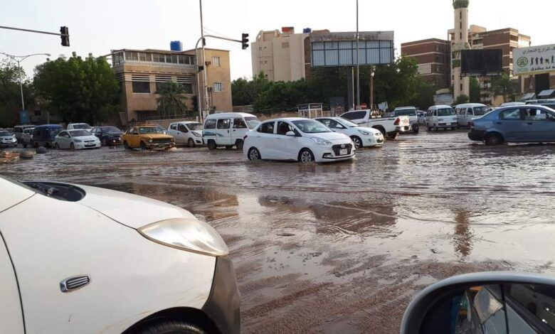اظهر مقطع فيديو مشاهد مأساوية مدهشة لغرق قاردن سيتي الذي يعد من أحياء العاصمة السودانية الراقية في العمران من جراء فيضانات غير مسبوقة يشهدها لأ In 2020 Vehicles Car
