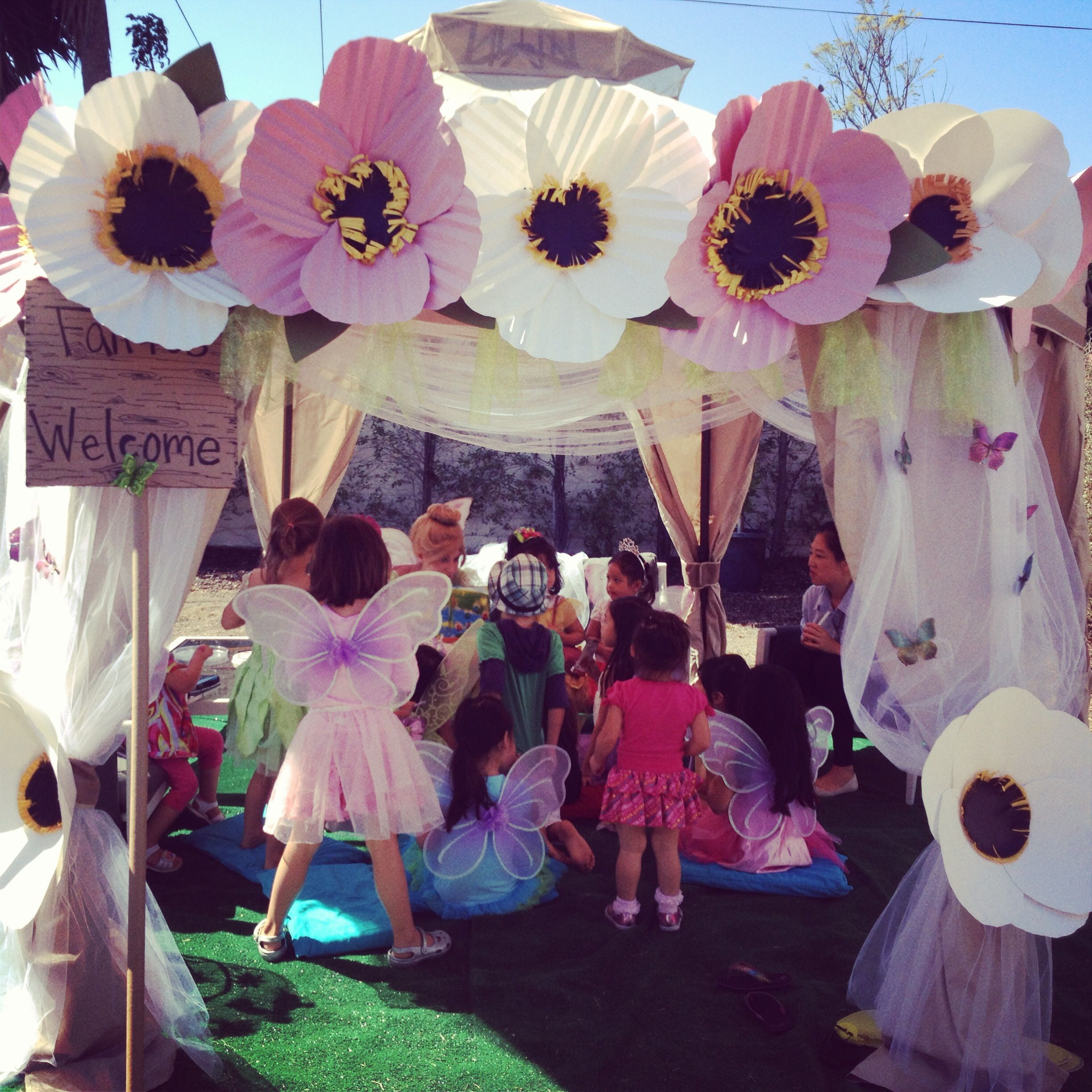 So Pretty! tinkerbell party pixie hollow tent I can try and make the big flowers & So Pretty! tinkerbell party pixie hollow tent I can try and make ...