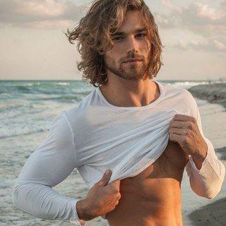 35 imágenes que demuestran que los hombres con pelo largo son muy, muy sexys