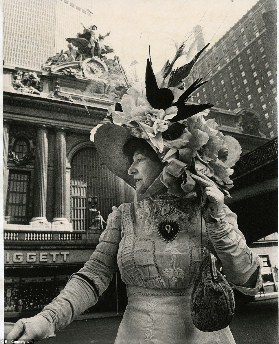 Bill Cunningham S Prints Mix Vintage Fashions With Nyc Architecture